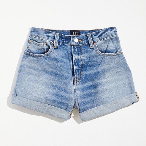 BNWT UO BDG High Waisted Light Wash Mom Shorts
